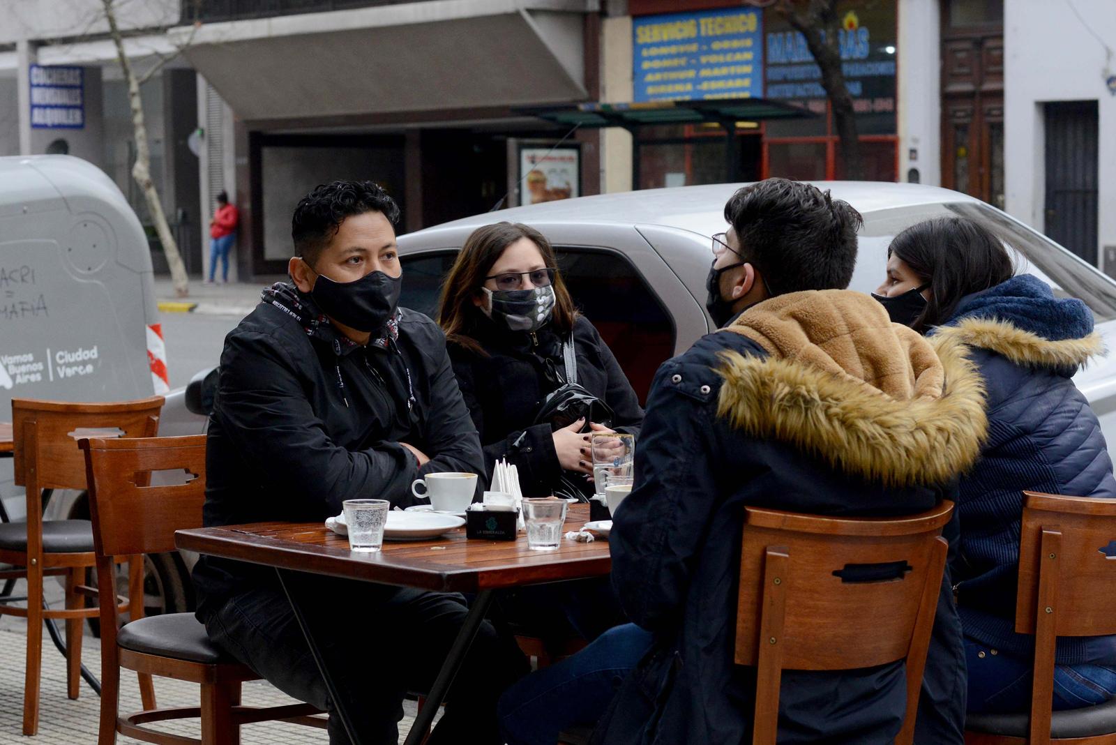 Ciudad de Buenos Aires: el protocolo para la apertura de bares y  restaurantes, en la mira - Confiar   Télam